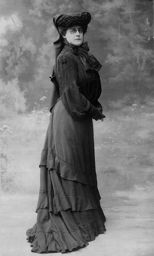 Arabella D. Huntington, 1903. Photo: Felix Nadar, Paris. The Huntington Library, Art Collections, and Botanical Gardens.