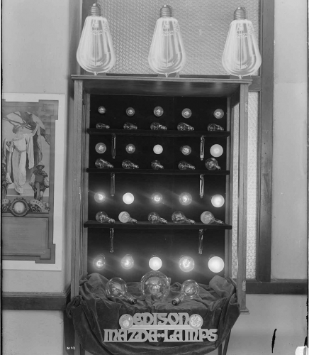 G. Haven Bishop (1879–1972), Edison Lamp Display, 1919. Gelatin silver print, 10 15/16 x 9 3/16 in. Southern California Edison Photographs and Negatives, The Huntington Library, Art Museum, and Botanical Gardens.