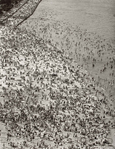 Torkel Korling, Crowded Beach, 1929, gelatin silver print, 13 7/16 × 10 7/16. Los Angeles County Museum of Art. The Marjorie and Leonard Vernon Collection, gift of The Annenberg Foundation, acquired from Carol Vernon and Robert Turbin. Photo © 2015 Museum Associates/LACMA.