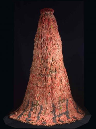 Feathered cape, Tupinambá people, Brazil, 17th century, feathers and vegetable fibers, 70 ¾ × 59 × 39 ⅓ in. Musées Royaux d'Art et d'Histoire, Brussels, AAM 5783, © RMAH.