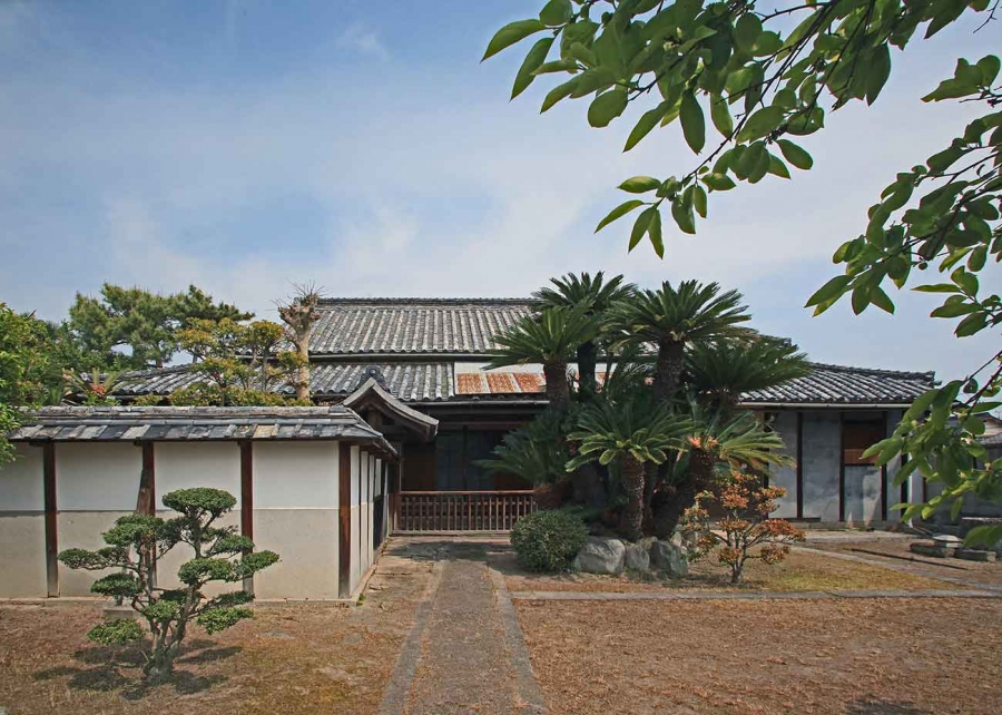 Exterior of the Magistrate's House, built in the 1690s. The historic home of the Yokoi family of Marugame, Japan, has been given to The Huntington. Photo by Hiroyuki Nakayama. The Huntington Library, Art Collections, and Botanical Gardens