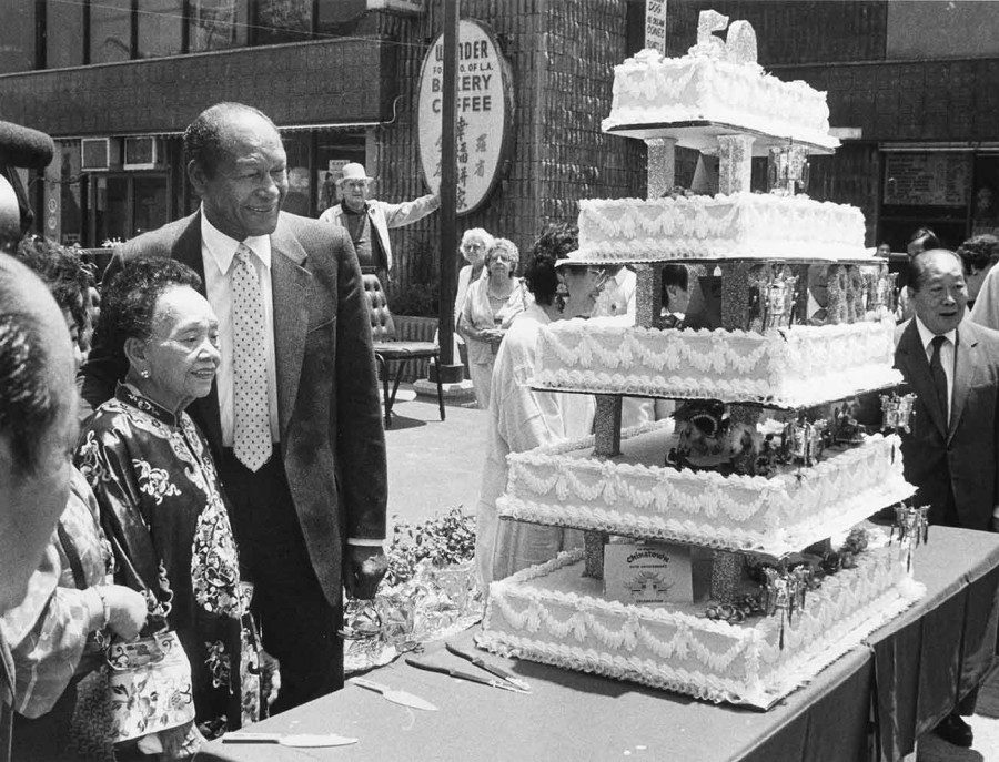 Mayor Tom Bradley and community leader and restaurateur Mama Quon celebrate the 50th Anniversary of New Chinatown, 1988. Los Angeles Public Library, Herald Examiner Photo Collection.