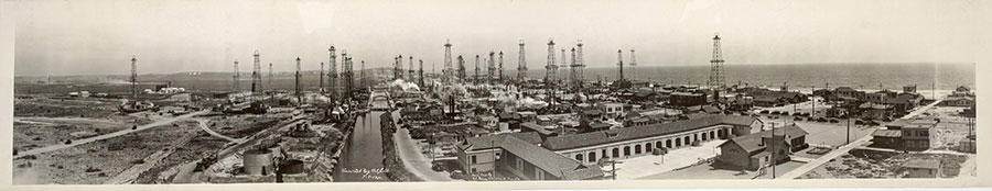 C. C. Pierce & Co., Venice-Del Rey Oil Field, July 9, 1930. Panoramic photograph. Ernest Marquez Collection. Purchase, with Library Collectors' Council subvention, 2014. The Huntington Library, Art Museum, and Botanical Gardens, San Marino.
