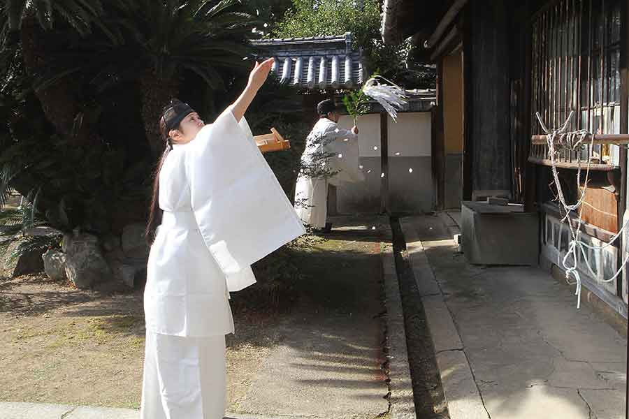 During part of the traditional Shinto ceremony to ensure the success of the project to move the Magistrate's House to The Huntington, a priest swished a leafy branch, hung with lightning bolts made of white paper strips, in front of the house, while a shrine attendant tossed white confetti in the air. Photo by Hiroyuki Nakayama. The Huntington Library, Art Collections, and Botanical Gardens.