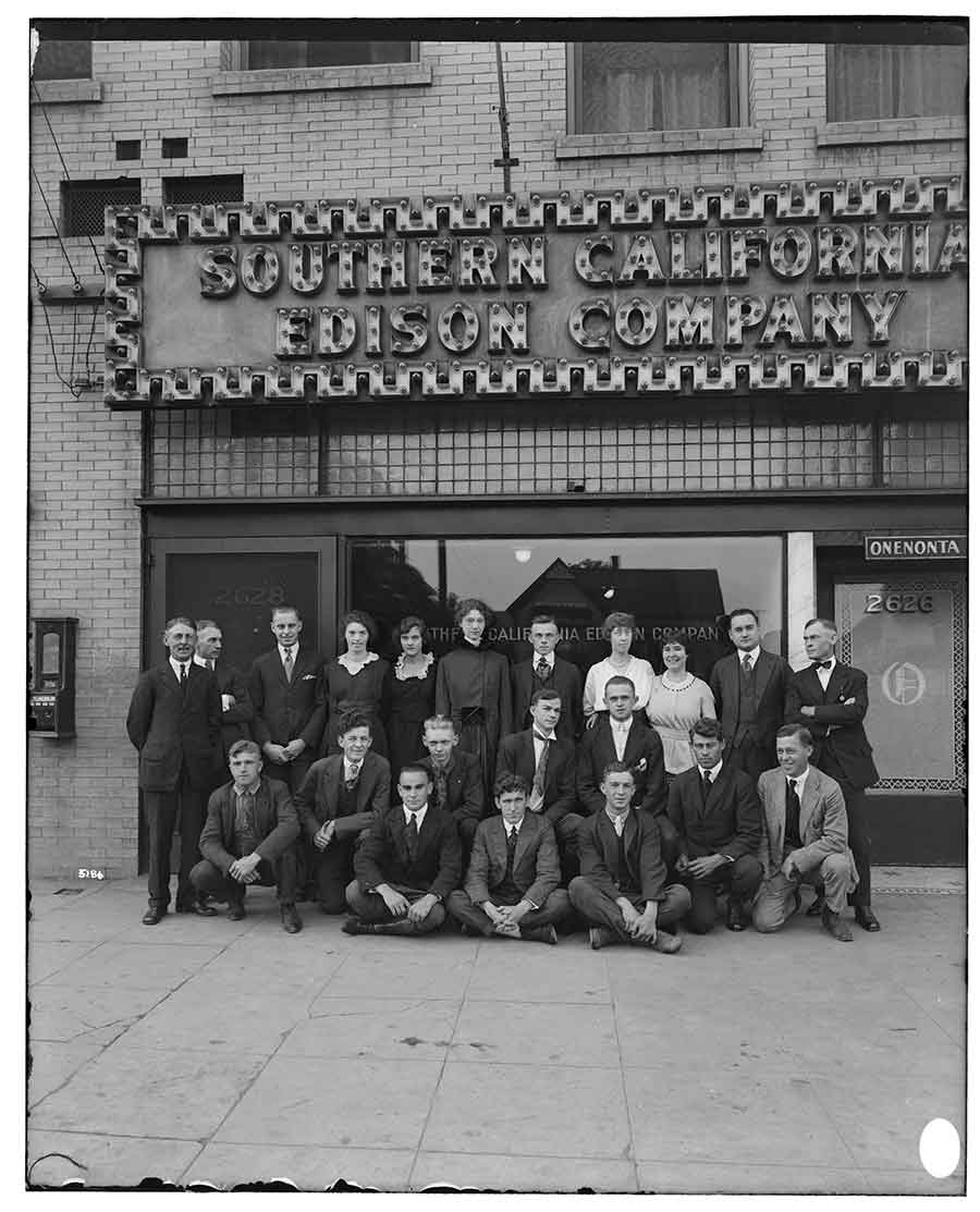 G. Haven Bishop, Employees of Southern California Edison's Eastside Office, 1919, glass plate negative, 8 x 10 in. The Huntington Library, Art Museum, and Botanical Gardens.